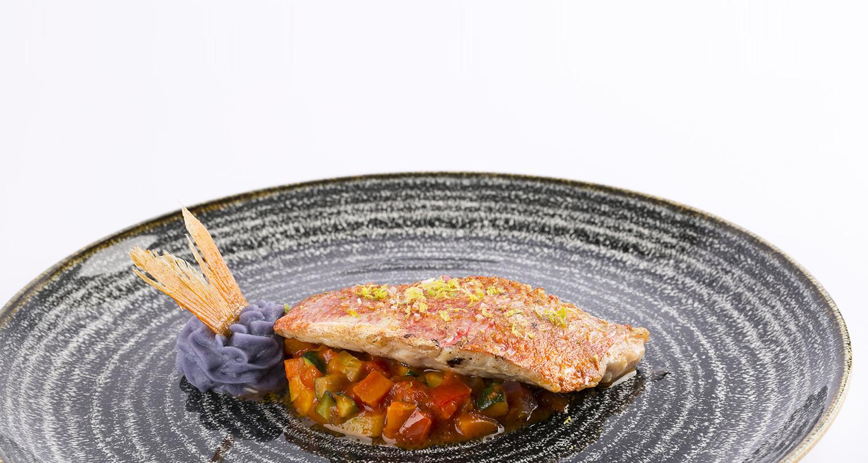Una ricca proposta di sapori marini e piatti di carne
